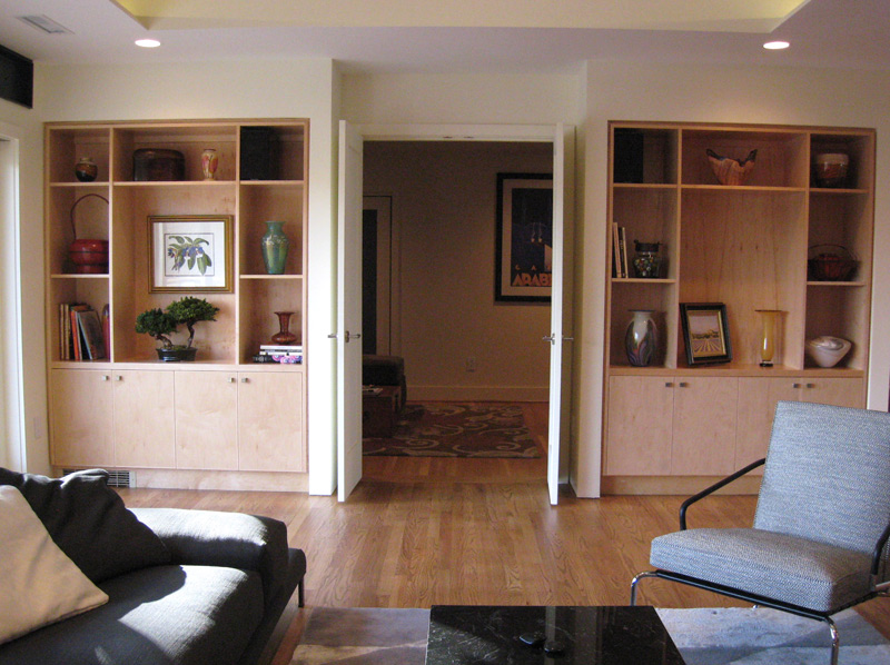 Contemporary style built-ins give lots of scope for display of art objects..